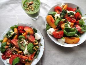 Nectarinesalade met mozzarella en basilicum