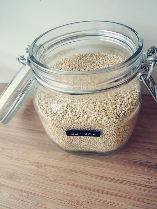 Quinoa in glazen pot