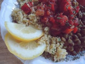 Recept: Linzen met tomatensaus en bulghur