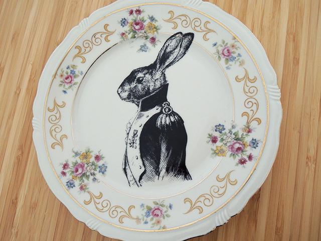 bord met konijn