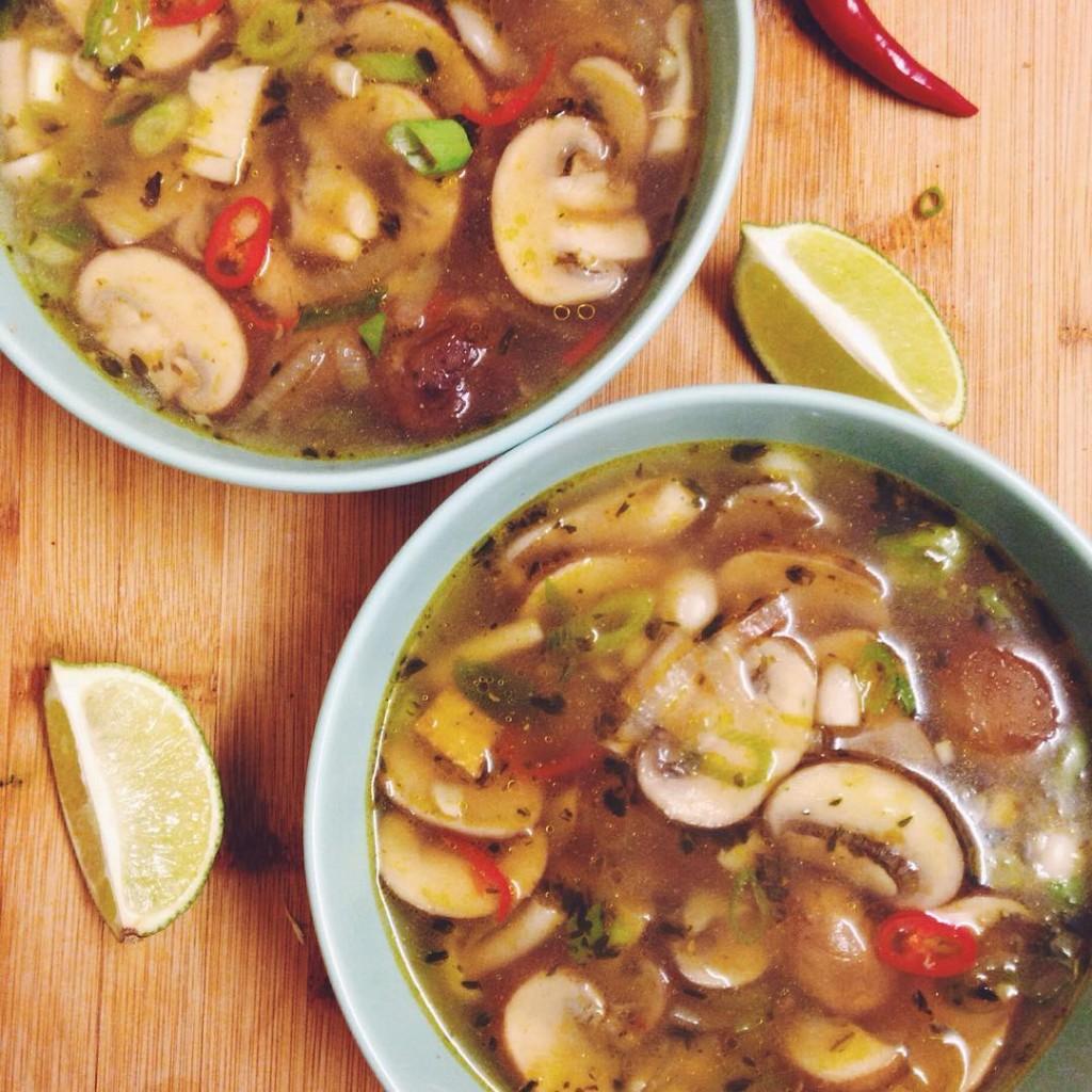 Soep soep soep! Met verschillende soorten paddestoelen tofu lenteui rodehellip