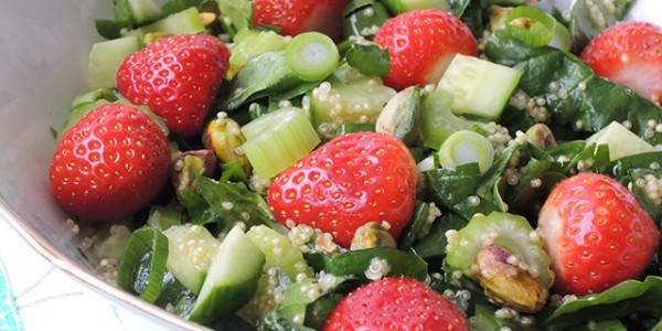 quinoasalade met aardbei