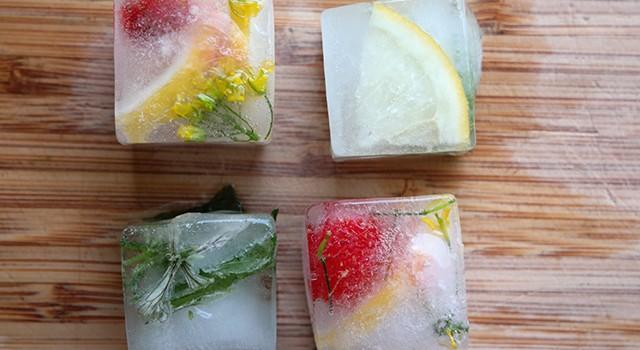 ijsblokjes met bloemen