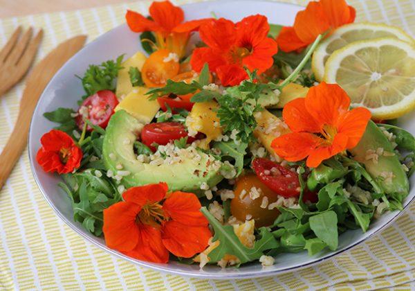 recept salade met eetbare bloemen