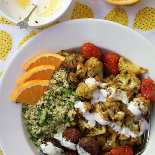 Recept: Geroosterde bloemkool met sinaasappel-yoghurtsaus