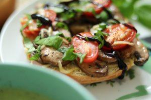 Broccoli-basilicumsoep & champignonbagels
