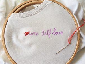 DIY: Quote borduren op een shirt | IKBENIRISNIET